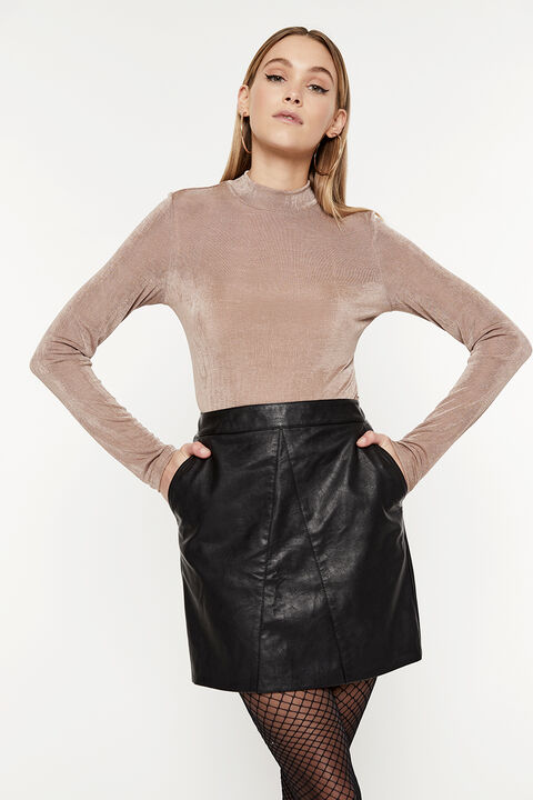 RUE FITTED TOP in colour MOONLIGHT