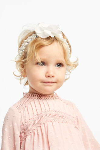 BABY DIAMANTE PEARL HEADBAND in colour WHITE ALYSSUM