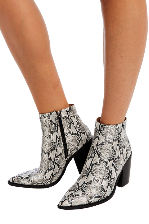 SNAKE POINT ANKLE BOOT
