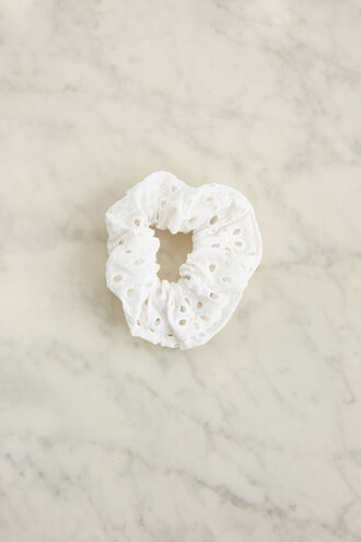 BRODERIE SCRUNCHIE  in colour CLOUD DANCER