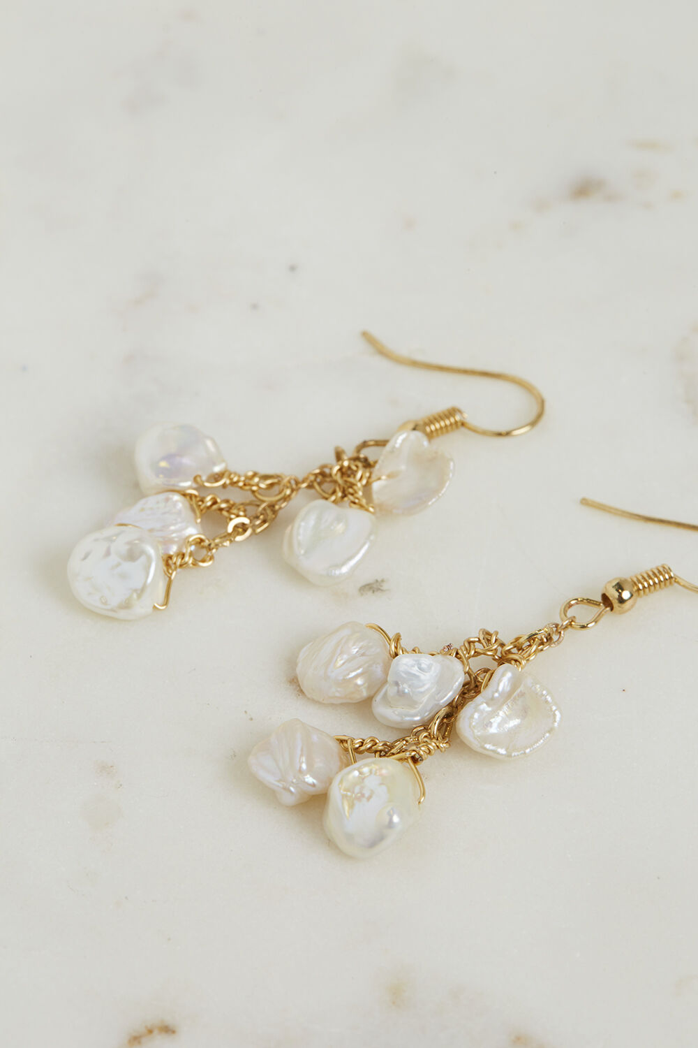 PEARL SHORT DROP EARRINGS in colour GOLD EARTH