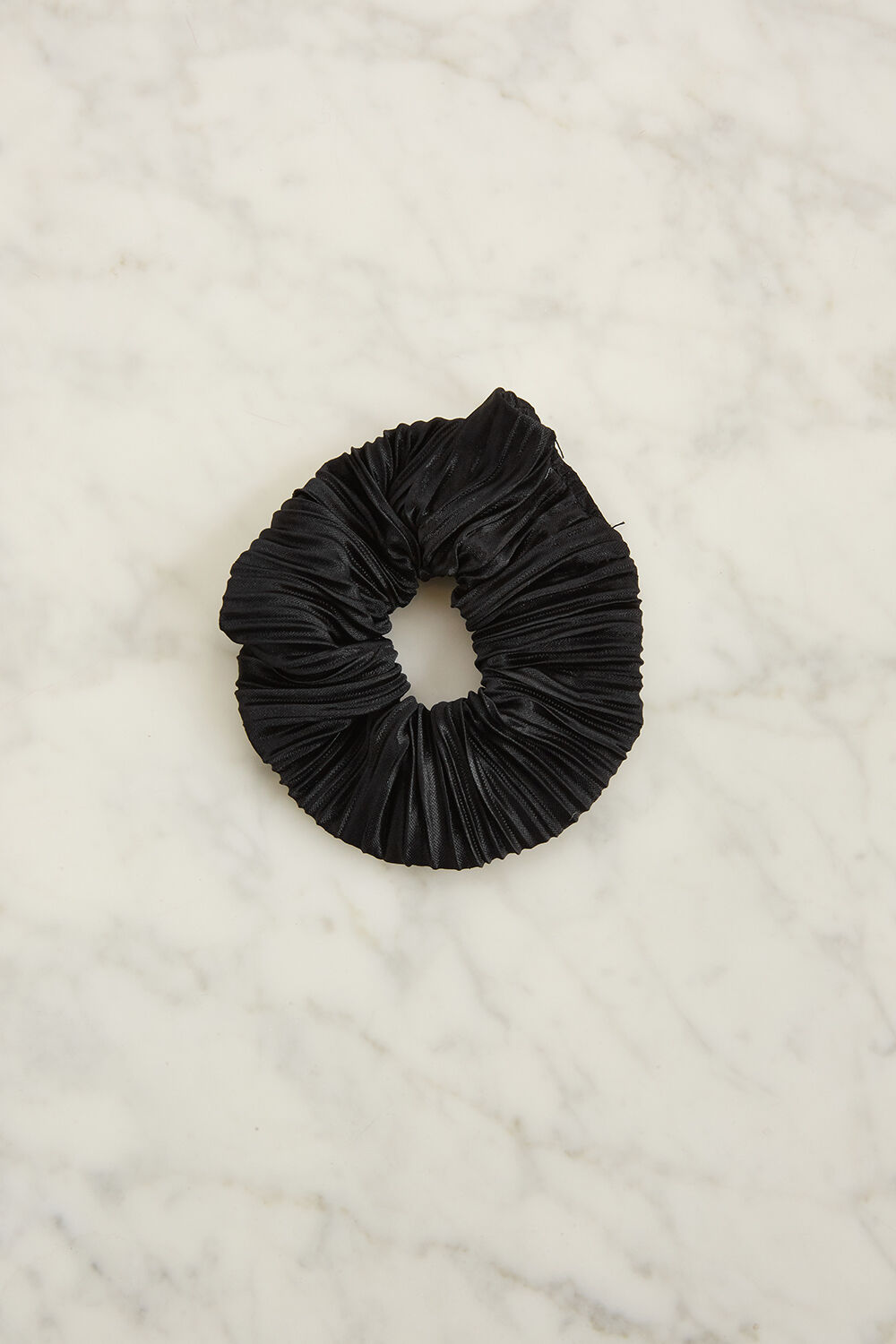 PLEATED SCRUNCHIE in colour CAVIAR