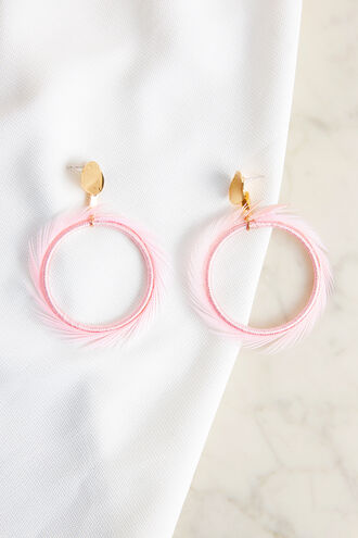FEATHER HOOP EARIRNGS in colour CREAM PINK