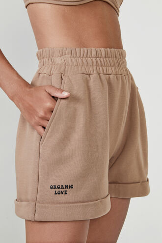 ORGANIC SHORT SWEAT SHORT in colour TAN