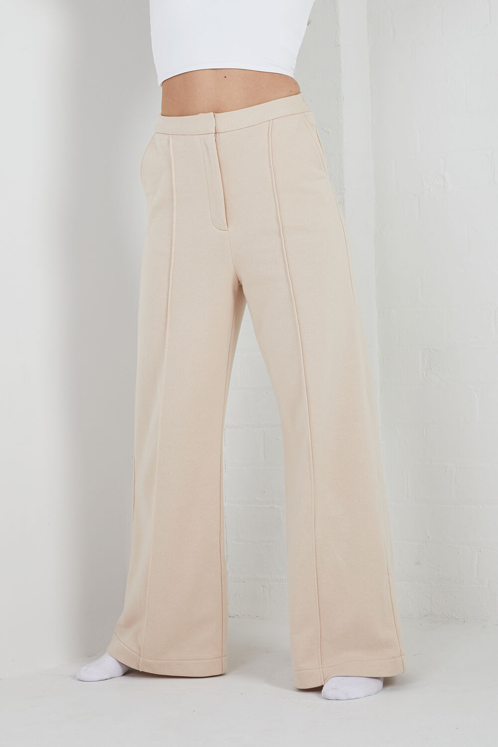 TAILORED TRACK PANT in colour TAPIOCA