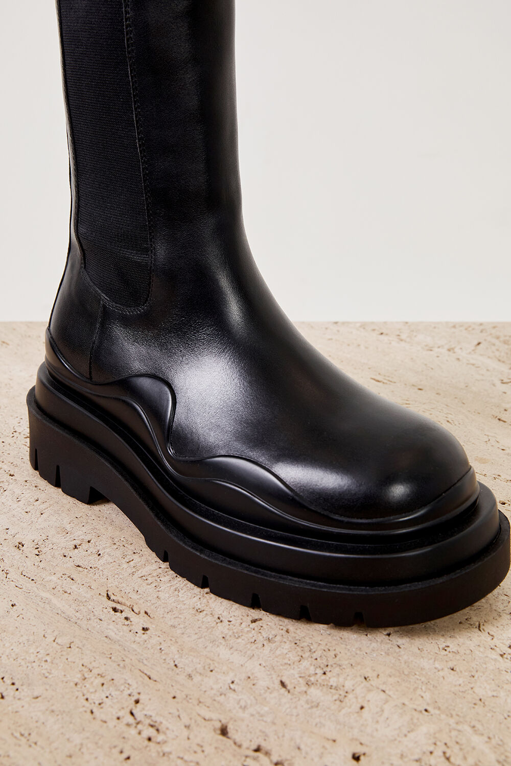 THE DION BOOT in colour CAVIAR