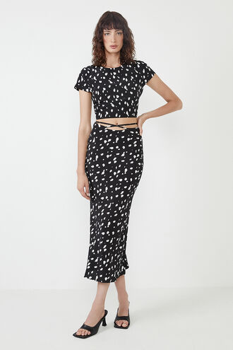 GRAPHIC SPOT BIAS SKIRT in colour CLOUD DANCER