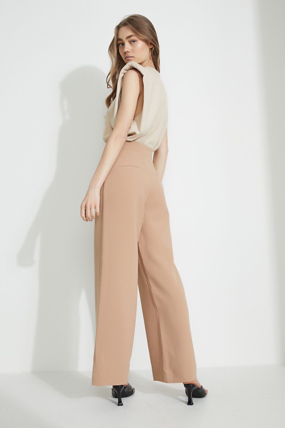 THE HIGH WAIST PANT in colour TAPIOCA