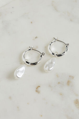 PEARL DROP EARRING in colour SILVER