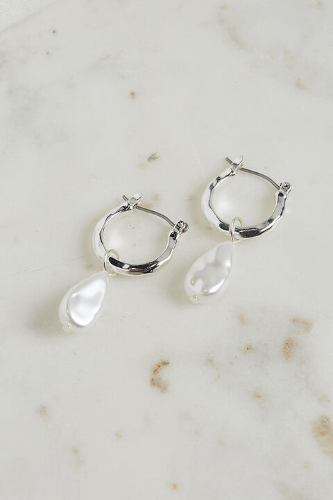 PEARL DROP EARRINGS in colour SILVER