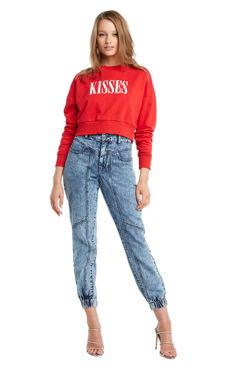 KISSES CROP SWEAT in colour CRIMSON