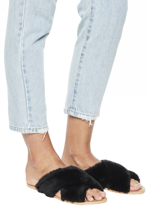 FLUFFY CROSS OVER SLIDE SANDAL in colour METEORITE