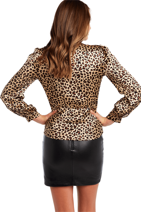 QUINNIE LEOPARD TOP in colour DESERT MIST