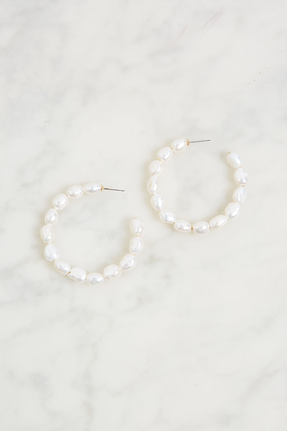 REAL PEARL HOOP EARRING in colour WHITE SAND