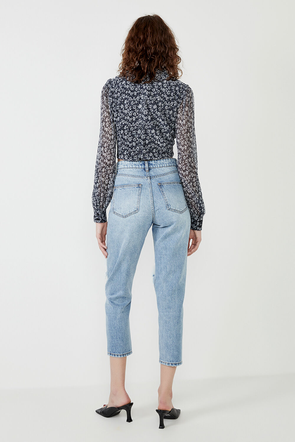 SOFT FLORAL BLOUSE in colour GRAY DAWN