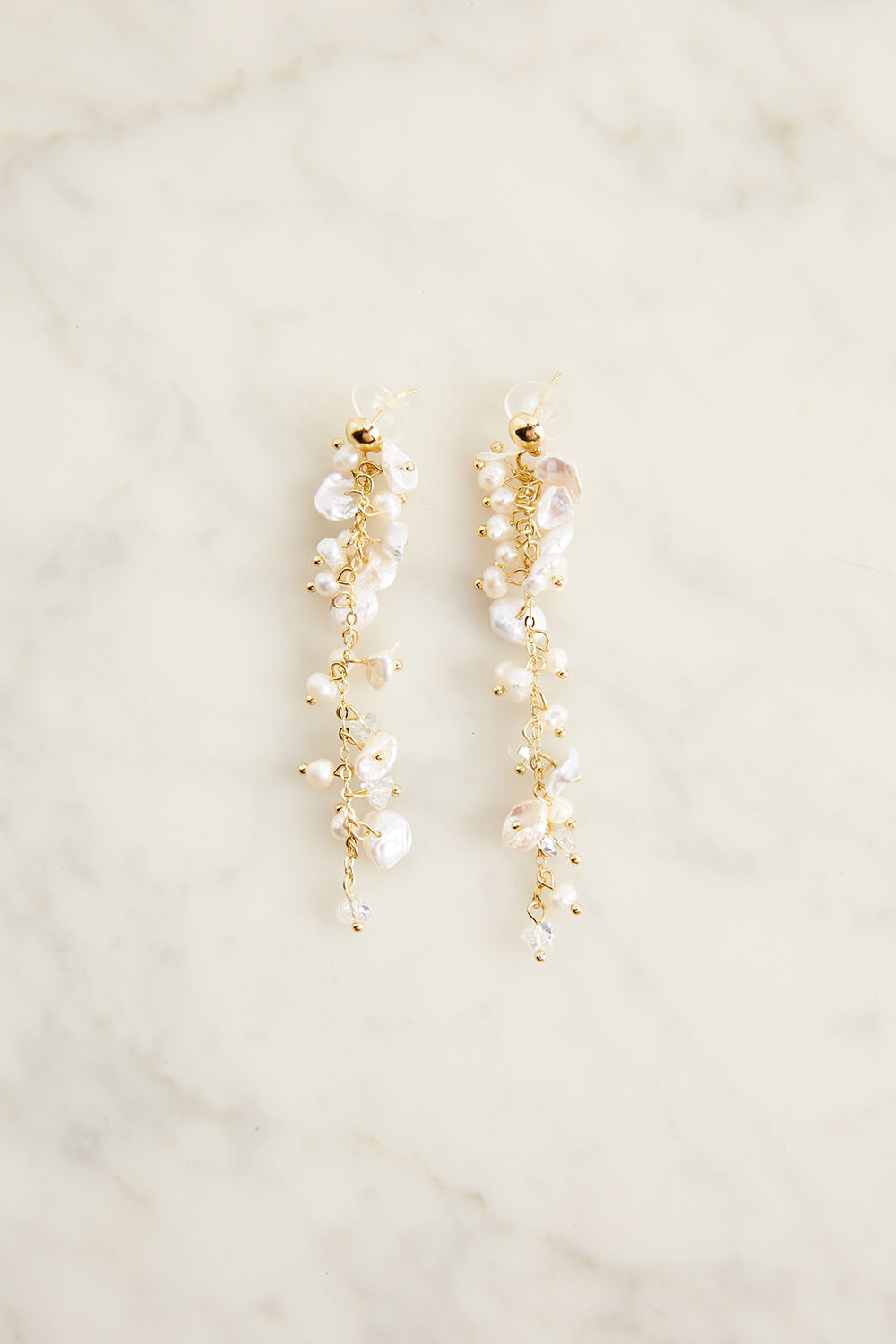 PEARL DROP EARRINGS in colour WHITE SAND